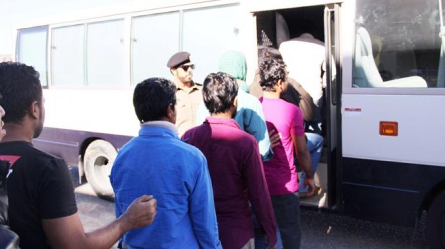 ضبط وترحيل 107 عمال مخالفين في البريمي