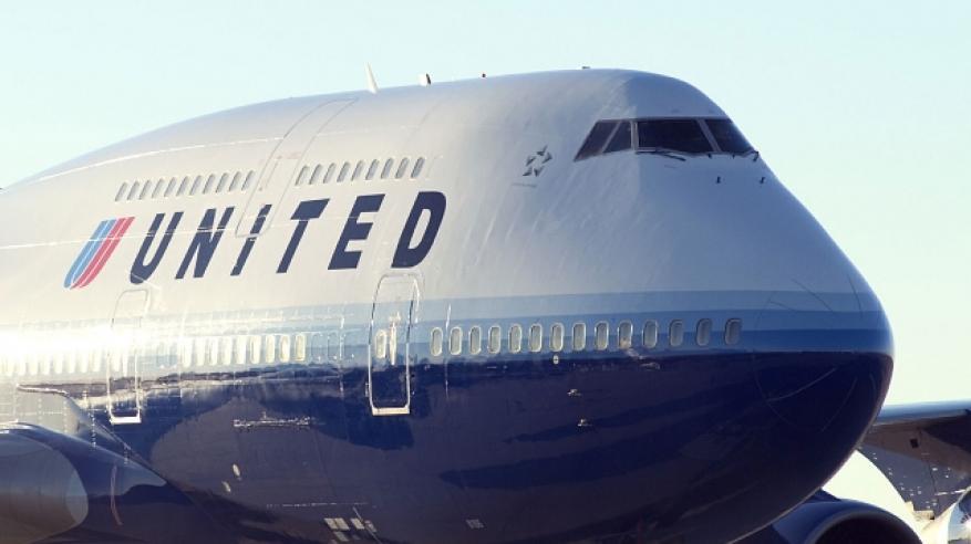 """شركة أمريكية تمنع فتاتين من ركوب الطائرة بسبب ارتدائهما """"ليجينجز"""""""