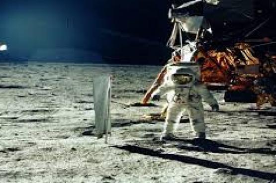 آسيوي سيصبح أول سائح في رحلة خاصة حول القمر