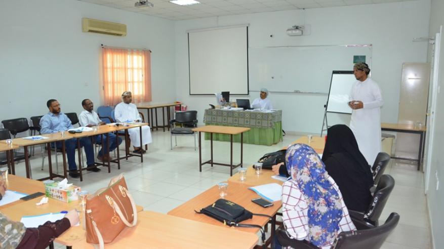 تعليمية البريمي تنظم برنامج المعلمين الوافدين الجدد