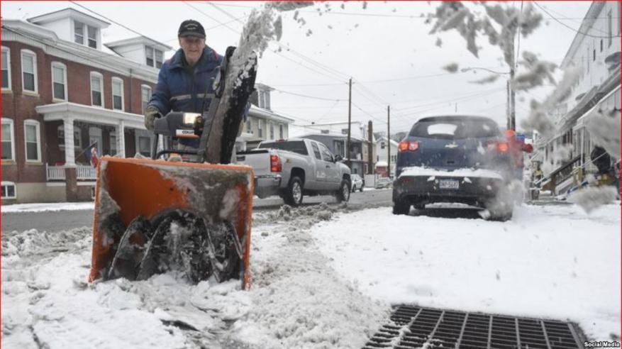 عاصفة تجتاح شرق الولايات المتحدة بعد مقتل 18 شخصا