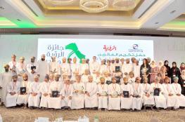 """أصداء مجتمعية واسعة مع تتويج الفائزين بـ""""جائزة الرؤية لمبادرات الشباب 2016"""".. و""""مواقع التواصل"""" تباشر الحدث"""