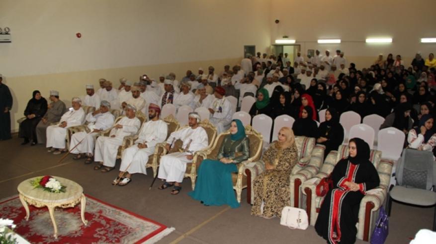 مدرسة مدينة السلطان قابوس تحتفل بالعيد الوطني
