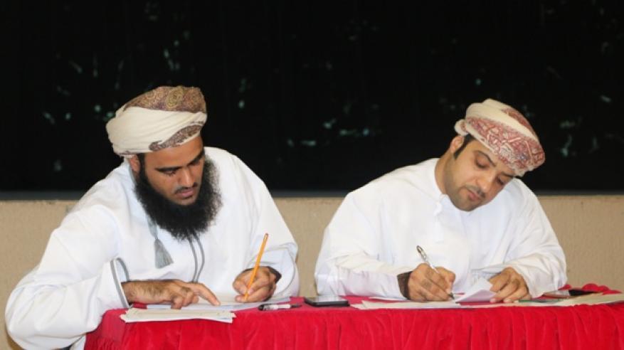 لجنة تحكيم الخطابة تقيم المشاركين