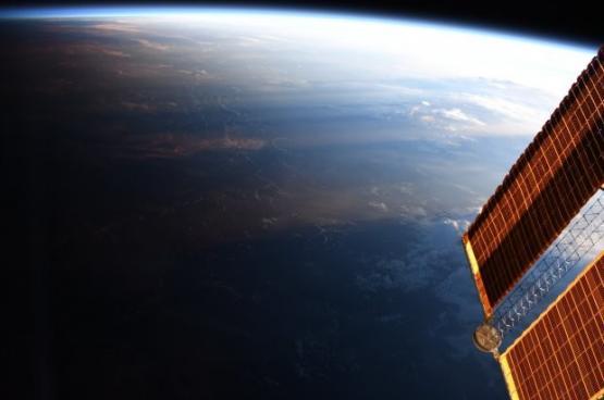 شاهد .. صورة فضائية نادرة لخط الظل
