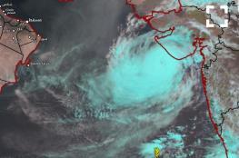 """ظهور عين الإعصار """"فايو""""..وبداية تأثيره على السواحل الهندية"""