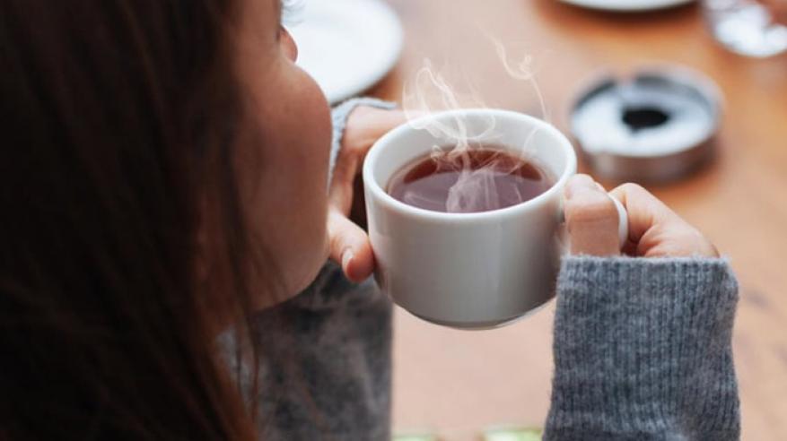 احتساء الشاي الساخن جدا.. خطر داهم يكشفه العلماء