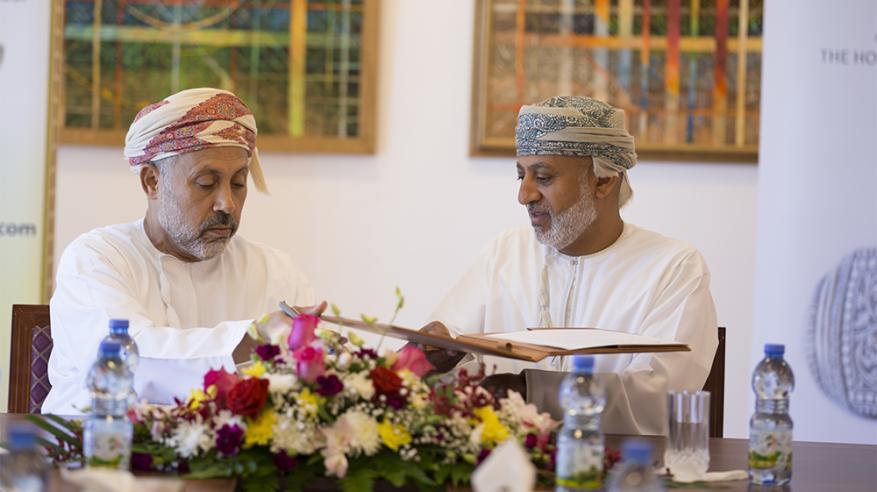 """""""بيت الزبير"""" و""""الكتاب والأدباء"""" توقعان اتفاقية تعاون ثقافية مشتركة"""