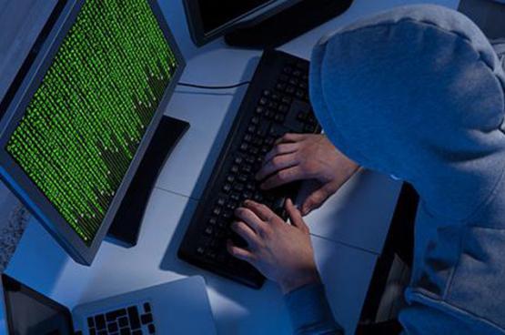 """""""هاكرز"""" يهددون بنشر بيانات 300 مليون من مستخدمي """"آيفون"""""""