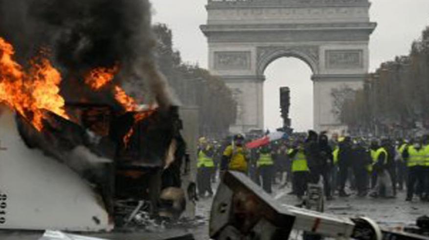 بالفيديو.. أعمال النهب والعنف تجتاح فرنسا