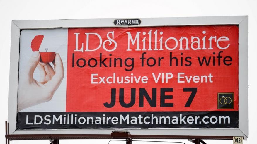 بالفيديو.. مليونير يستخدم لوحات الإعلانات للبحث عن زوجة