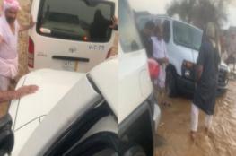"""بالفيديو: السيول تحتجز 45 طالبة سعودية .. """"والأرصاد"""" تحذر"""