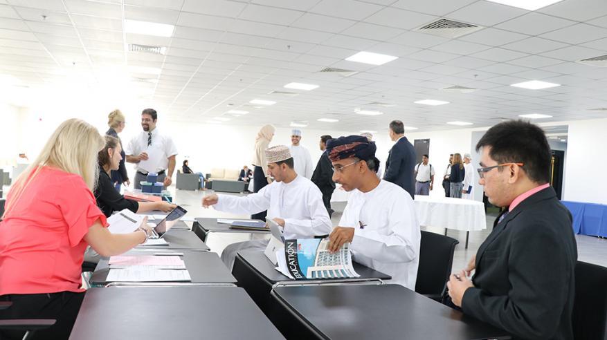 جامعة مسقط تستقبل الدفعة الأولى من طلاب الدراسات العليا