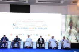 """مؤتمر """"الثورة الصناعية"""" بصحار يوصي بتطوير برامج إعداد المعلمين"""