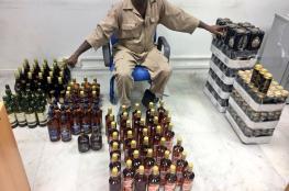 بالصور..إلقاء القبض على عدد من بائعي الخمور بمسقط