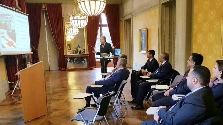 رئيس بلدية مسقط يطلع على تجارب مدينة جنيف في التطوير