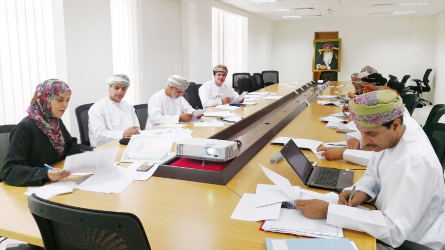 مناقشة اللائحة والإطار العام لجائزة السلطان قابوس في البيئة المدرسية