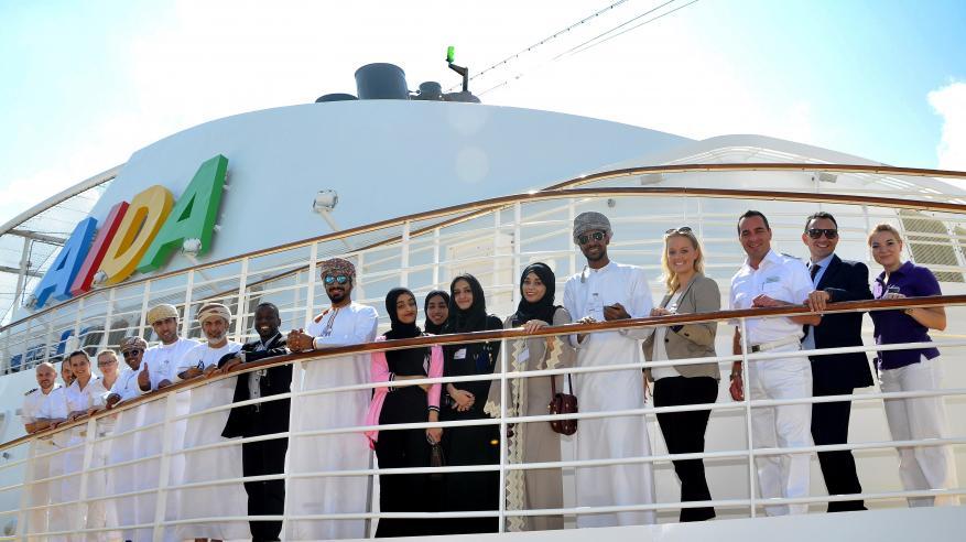 """""""عمان للسياحة"""" تستقبل الطلاب الجدد بمرحلة ما قبل التسجيل"""