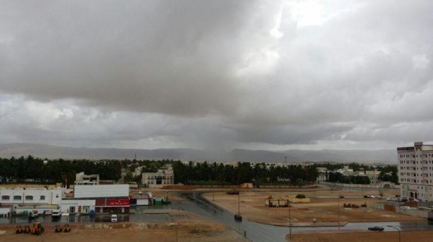 فرص لهطول أمطار متفرقة على بعض المناطق بالسلطنة