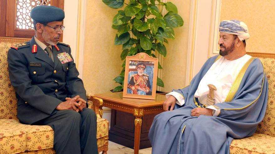 بدر بن سعود يناقش تعزيز التعاون العسكري مع رئيس الأركان بالإمارات
