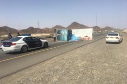 تدهور شاحنة على طريق (نزوى – بهلا)