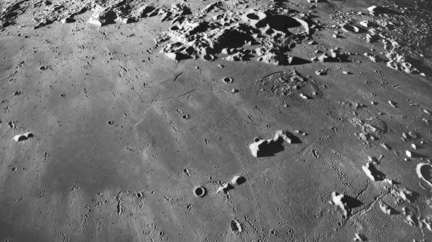 اكتشاف مغارة كبيرة تحت سطح القمر