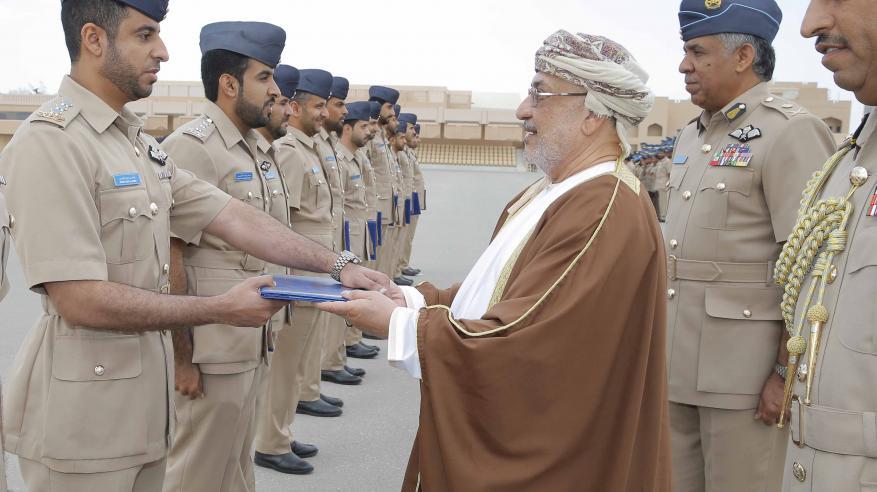 المنذري يرعى الاحتفال بتخريج دفعة جديدة من الضباط الطيارين والجويين