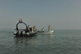 """""""خفر السواحل"""" تقدم المساعدة لـ10 في عرض البحر"""
