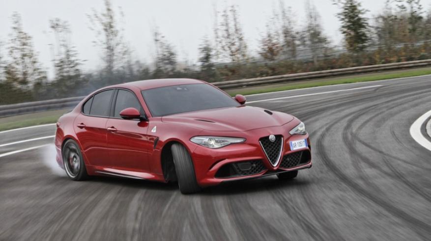 """ألفا روميو جوليا كوادريفوليو تحصل على لقب """"أفضل سيارة رياضية وقوية"""""""