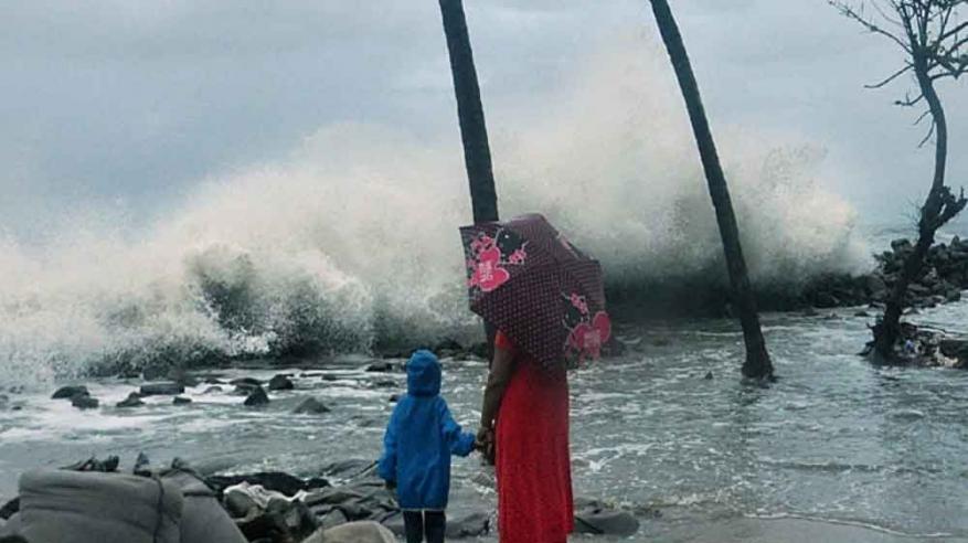 بالفيديو.. بداية تأثير الإعصار المداري في بحر العرب على الهند