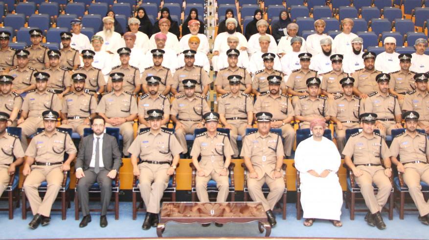 معهد الضباط يختتم دورتين تدريبيتين