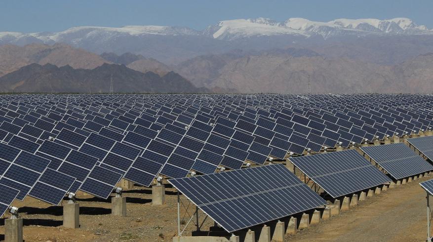 أبوظبي تخطط لإنجاز تمويل محطة شمسية بـ872 مليون دولار في أبريل
