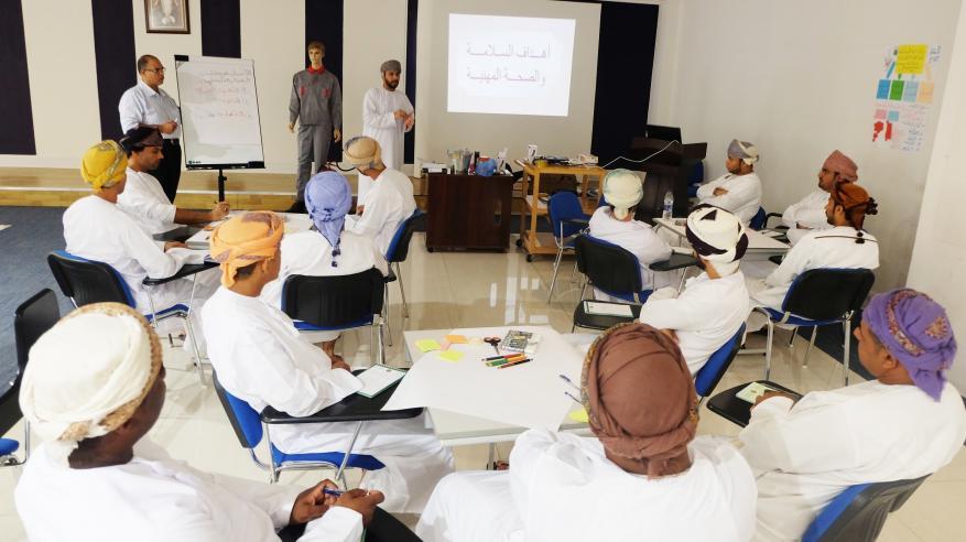 بلدية مسقط تدرب 37 موظفاً على مكافحة الآفات