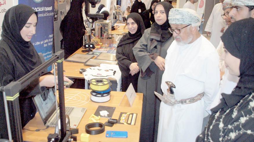 """""""الأسبوع الوطني للعلوم"""" يعزز مهارات 4 آلاف طالب وطالبة بمسقط"""