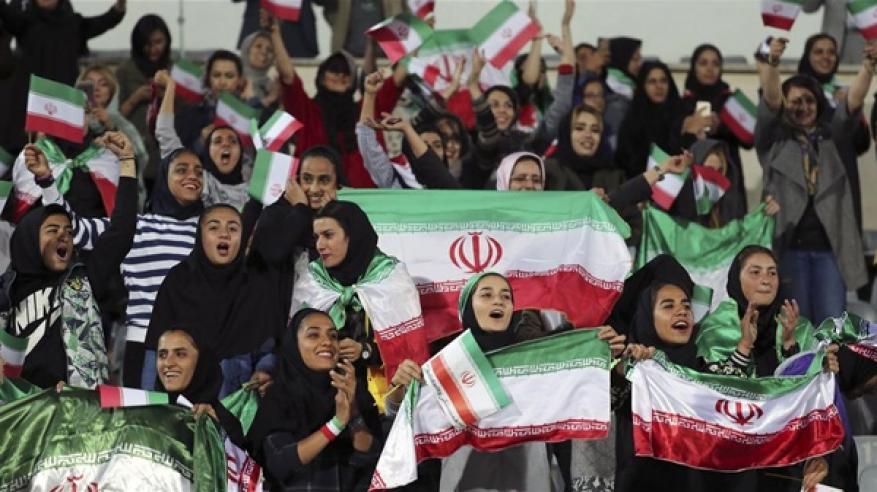إيرانية تضرم النار في نفسها بسبب مباراة كرة قدم
