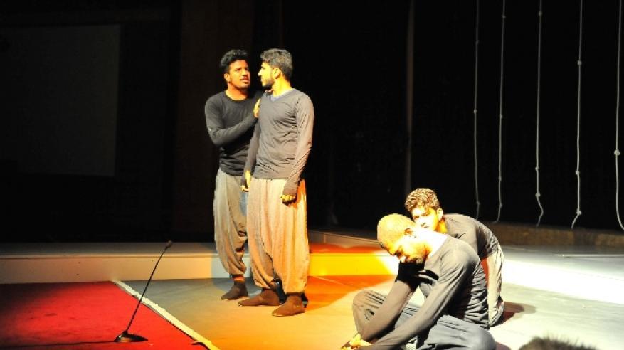 من المسرحية1