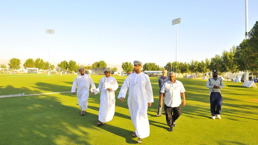 السعدي يتفقد مشروعي  نادي عمان للكريكت والمركز الرياضي بالعامرات