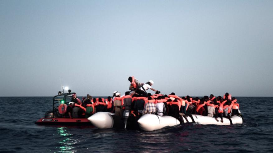 ألمانيا تعرض استقبال بعض المهاجرين العالقين في عرض البحر