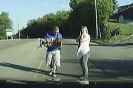 بالفيديو.. لحظة سقوط طفلة من حافلة المدرسة