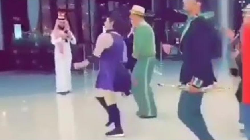"""بالفيديو.. عرض راقص بمركز تجاري في السعودية يشعل """"السوشيال ميديا"""""""