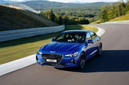 """""""جينسيس جي70"""" تحصد جائزة سيارة العام من """"موتور تريند"""""""