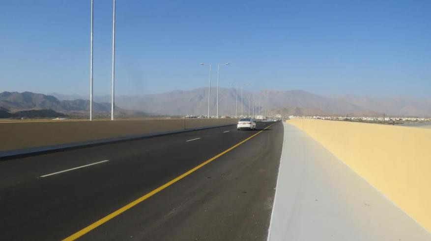 افتتاح الحركة المرورية بجسر وادي بن سوق بالرستاق