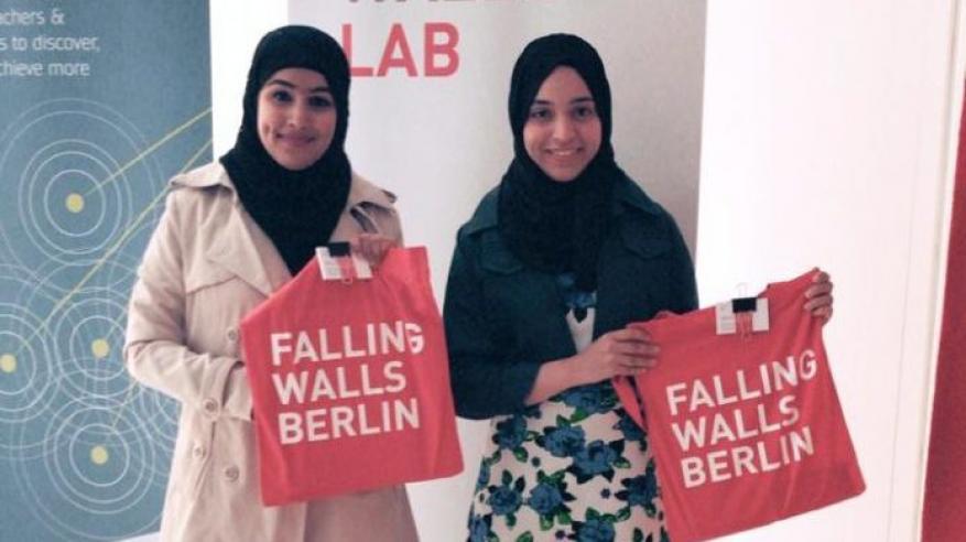 """طالبتان عمانيتان تتنافسان على """"الجدران المتساقطة"""" بألمانيا"""