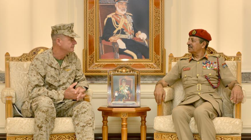 رئيس أركان قوات السلطان المسلحة يستقبل قائد عسكري أمريكي