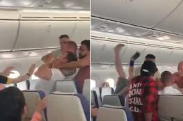 بالفيديو.. مشاجرة ساخنة تجبر طائرة أسترالية على قطع الرحلة