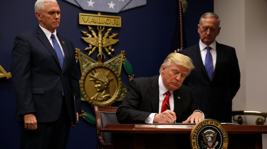 """ترامب يعلق برنامج قبول اللاجئين من 7 دول.. ومستشاروه منقسمون بشأن سياسة حماية المهاجرين """"الحالمين"""""""