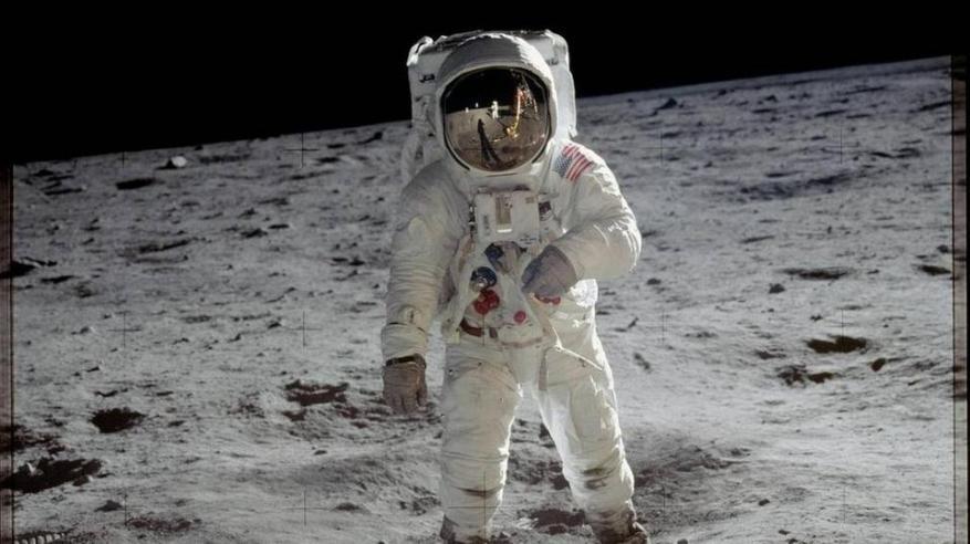 القمر يستعد لاستقبال أول امرأة