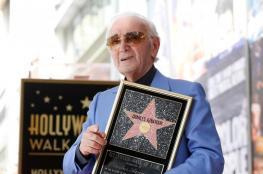 شارل آزنافور يحصل على نجمة نزهة الشهرة في هوليوود
