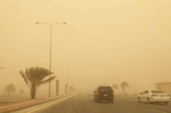 موجة غبار تضرب دول الخليج .. وتوقعات بتأثر بعض محافظات السلطنة