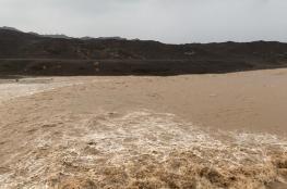 أمطار غزيرة بنخل ووادي المعاول .. وموجة باردة في طقس السلطنة خلال أيام